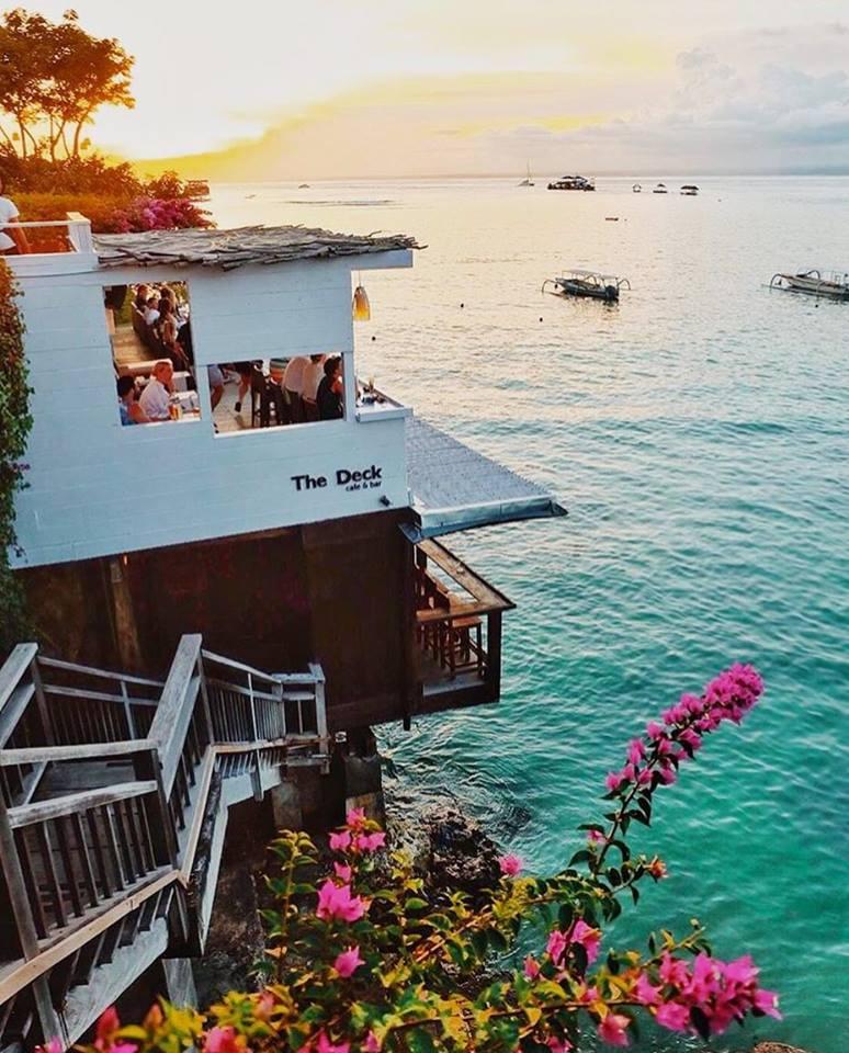 The Deck Cafe Nusa Lembongan 1 » The Deck Cafe Nusa Lembongan, Kafe Nyaman dengan Sajian Pemandangan Pantai Indah di Depan Mata