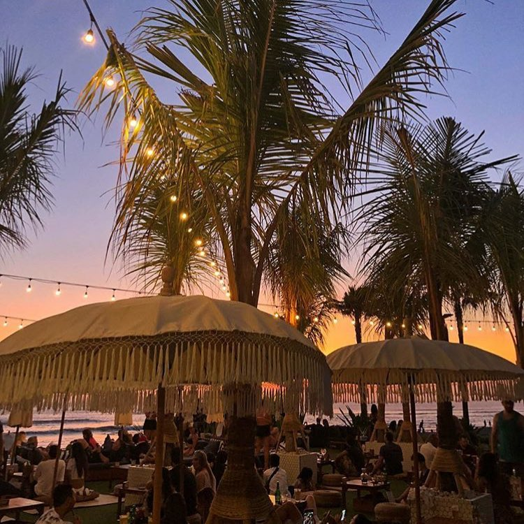 The Lawn Canggu 3 » The Lawn Canggu, Tempat Berburu Kuliner Enak dengan Suasana Nyaman Tepi Pantai