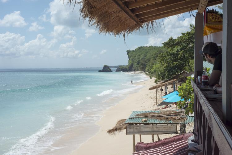 Thomas Beach Uluwatu 3 » Thomas Beach Uluwatu, Pantai Tersembunyi yang Jadi Favorit Kunjungan Turis Mancanegara