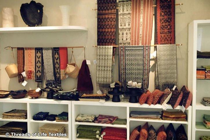 Threads of Life Ubud 3 » Threads of Life Ubud, Tempat Berburu Oleh-Oleh Kain Tradisional Alami