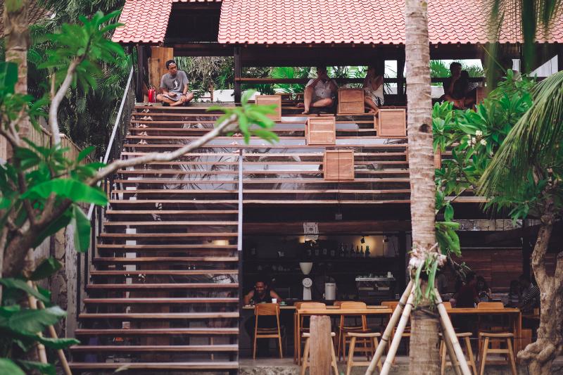 Titik Temu Cafe Seminyak 1 » Titik Temu Cafe Seminyak, Suasana Nongkrong yang Nyaman dengan Kombinasi Konsep Modern dan Alam