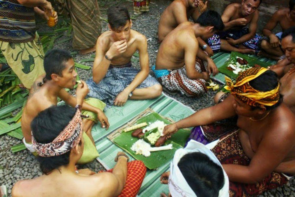 Tradisi Megibung Karangasem