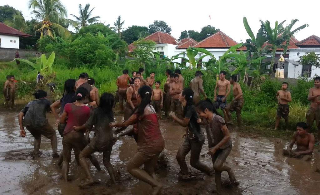 Tradisi Megoak goakan Buleleng 2 1024x625 » Tradisi Megoak-goakan Buleleng, Permainan Tradisional Unik dari Bali yang Seru