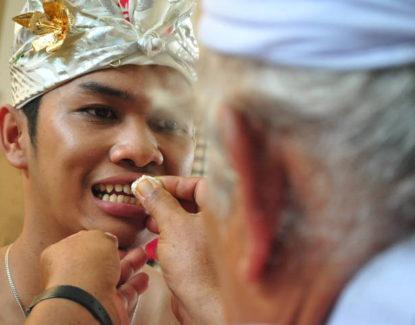 Tradisi Metatah Bali