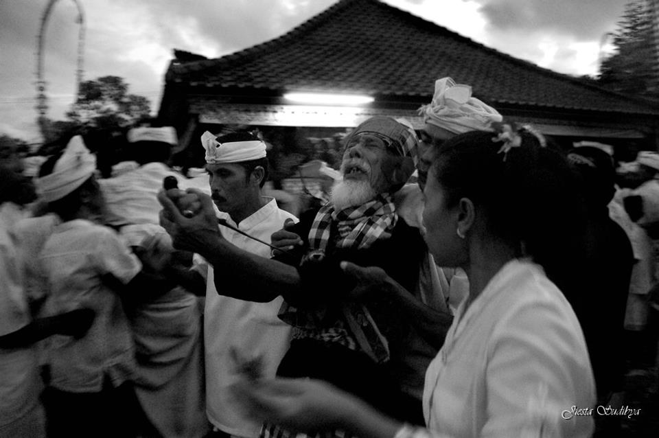 Tradisi Ngerebong Bali 3 » Tradisi Ngerebong Bali, Tradisi Unik Turun Temurun yang Dilakukan Warga Bali