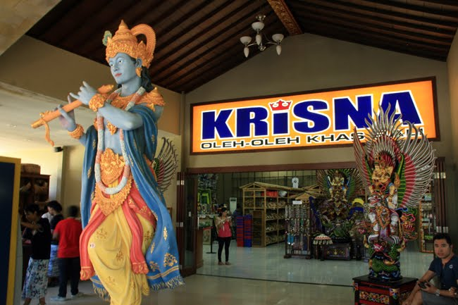 Transit di Bandara Ngurah Rai Bali