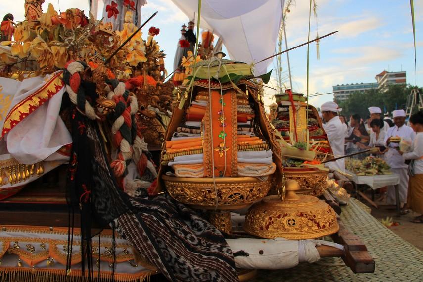 Upacara Melasti di Bali 2 » Upacara Melasti di Bali, Tradisi Penyucian Diri Jelang Perayaan Nyepi