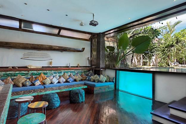 Villa Jempiring Seminyak 1 » Villa Jempiring Seminyak, Suasana Menginap yang Mewah dan Penuh Kenyamanan