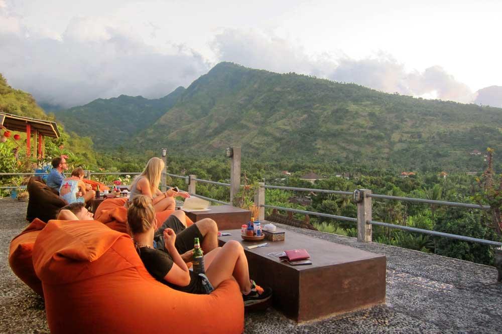 Waeni's Sunset View Hotel Karangasem 1 » Waeni's Sunset View Hotel Karangasem, Penginapan Tepi Pantai yang Romantis dengan Panorama Gunung Agung