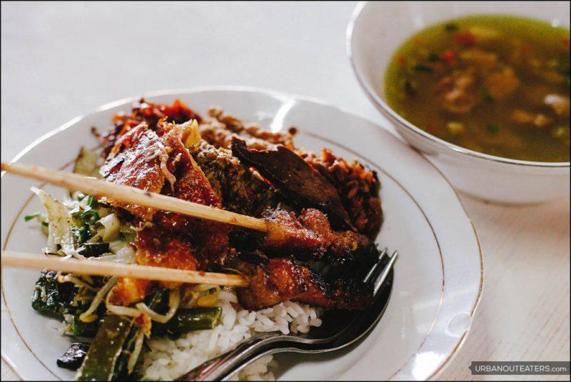 Warung Babi Guling Pak Dobiel, Kuliner Babi Guling yang Lembut di Nusa Dua