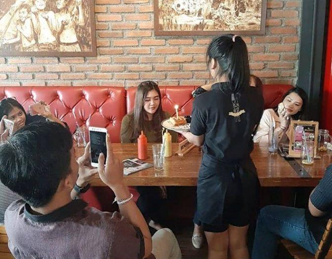 Warung Blaster Denpasar 2 » Warung Blaster Denpasar, Kafe Unik yang Menghadirkan Menu Blasteran dengan Harga Terjangkau