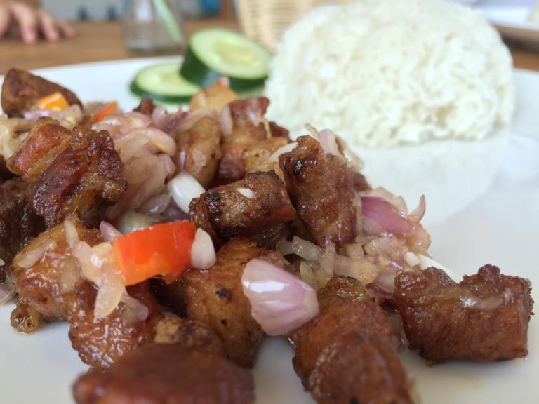 Warung Cahaya Seminyak 2 » Tertarik Mencoba Kuliner Babi Sambal Matah di Warung Cahaya Seminyak? Enak Lho!