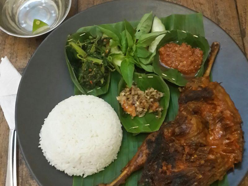 Warung Mina Peguyangan Denpasar 3 » Warung Mina Peguyangan Denpasar, Menikmati Menu Ikan Segar dengan Suasana Pedesaan