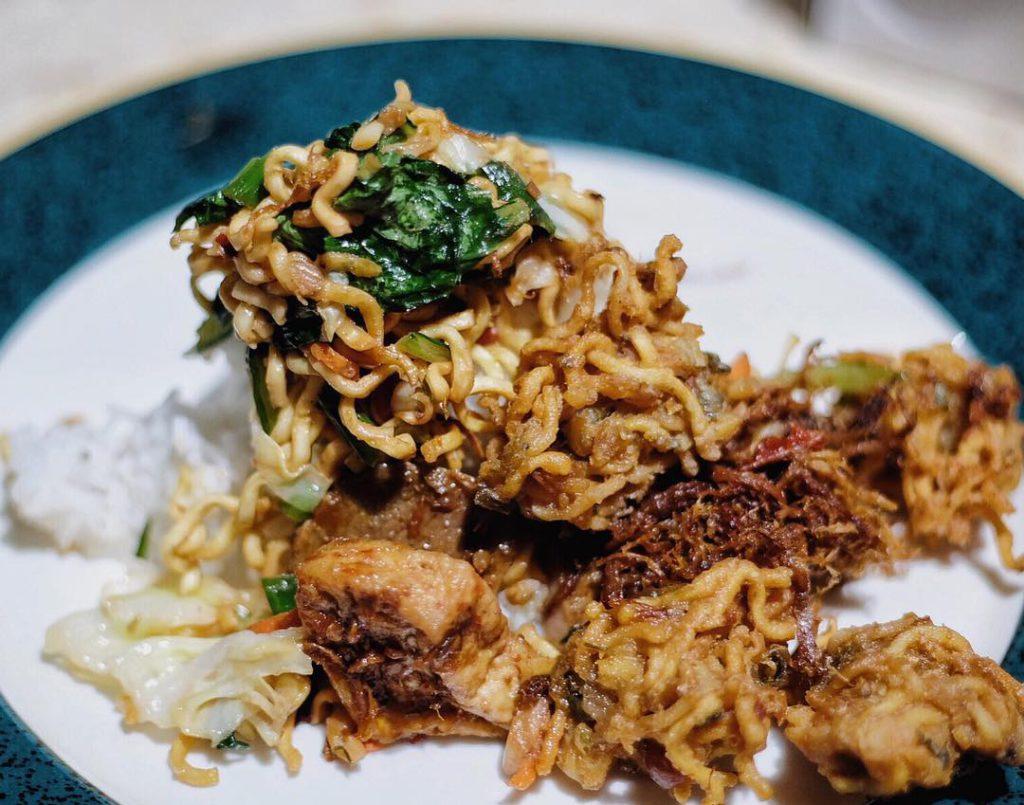 Warung Nasi Men Lotri Denpasar 3 1024x805 » Warung Nasi Men Lotri Denpasar, Kuliner Malam Hari yang Selalu Ramai di Bali