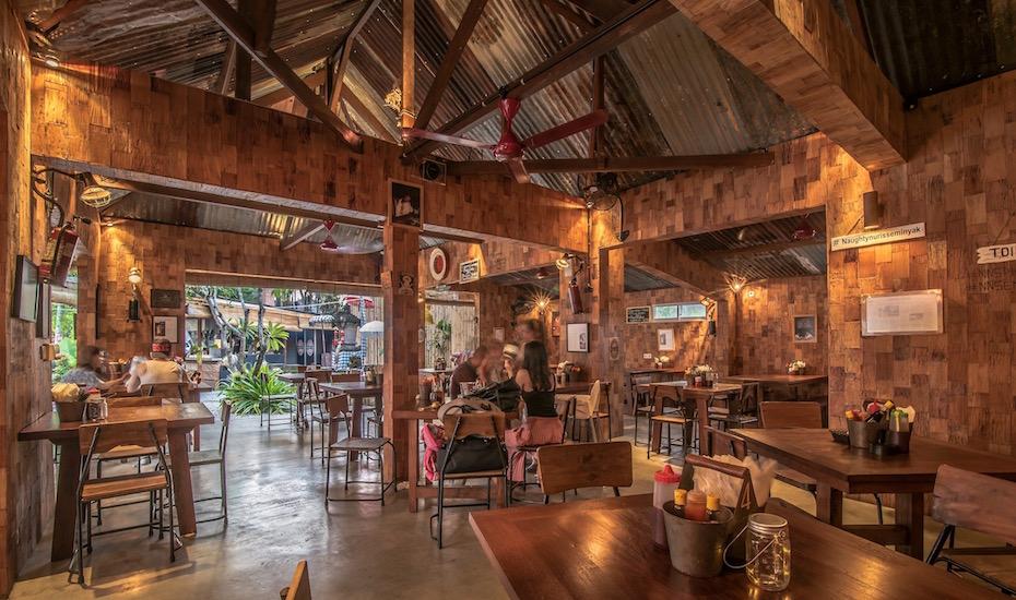 Warung Naughty Nuri Bali 1 » Warung Naughty Nuri Bali, Pilihan Kuliner Iga Babi Lezat di Pulau Dewata