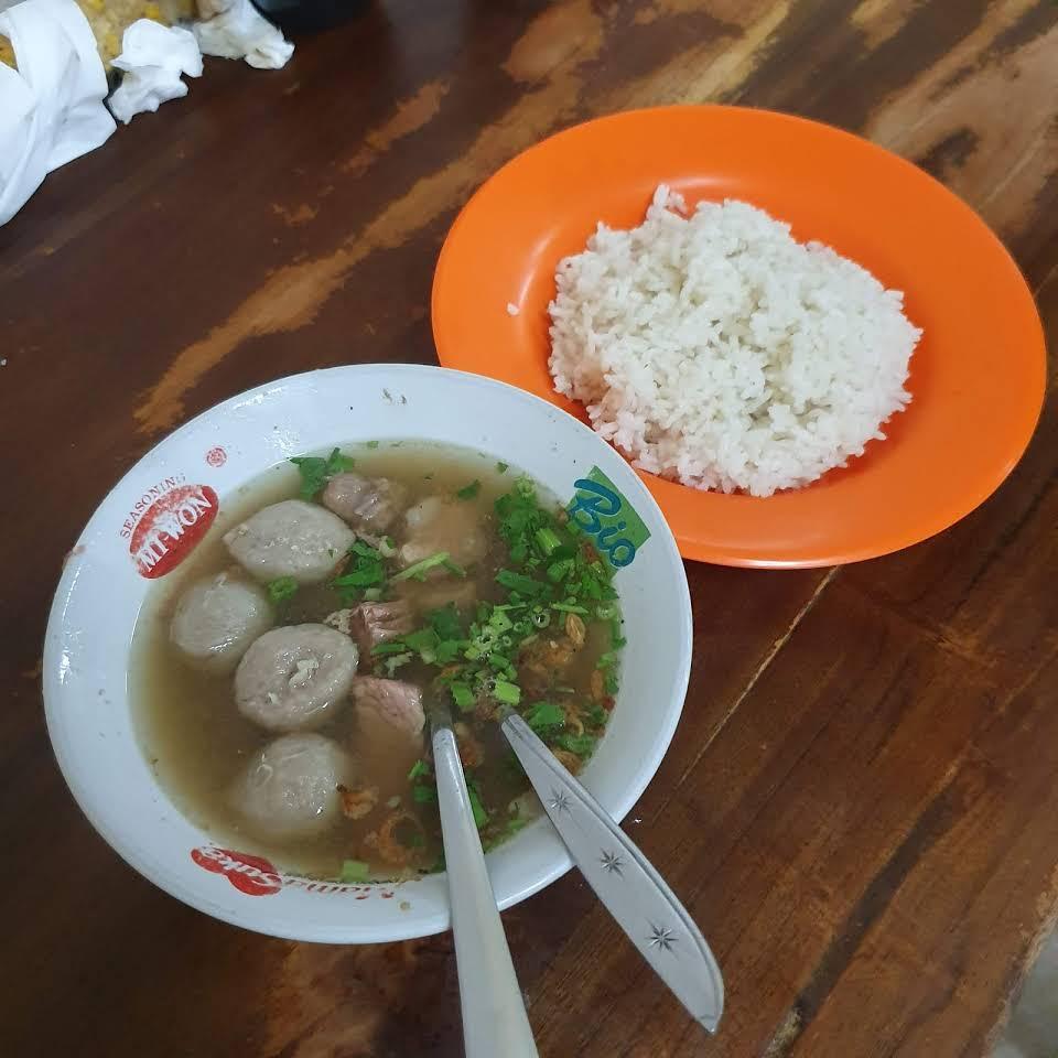 Warung Soto Sapi Nyoman Kuta, Kuliner Bakso Soto Khas Bali yang Legendaris dan Diburu Pencintanya