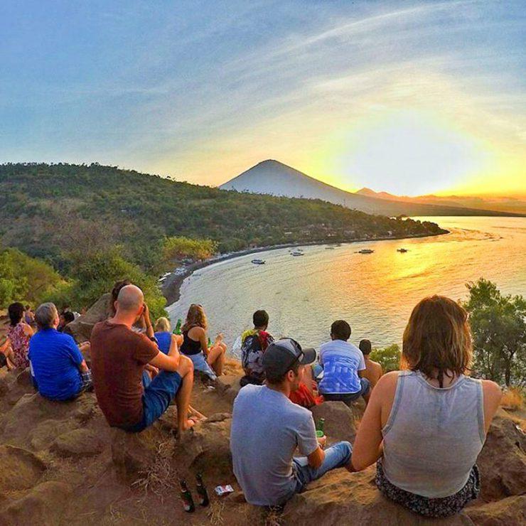 Warung Sunset Coin Amed 4 » Warung Sunset Coin Amed, Lokasi Tepat untuk Menyaksikan Pemandangan Matahari Terbenam Pantai Amed