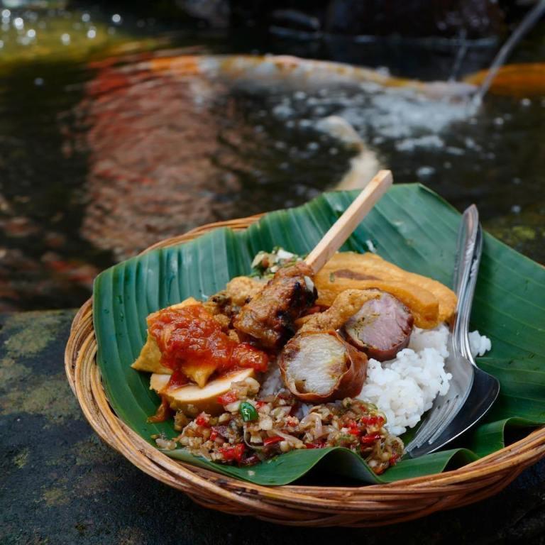 Warung Teges Ubud dengan Sajian Nasi Campur Khas Bali Legendaris