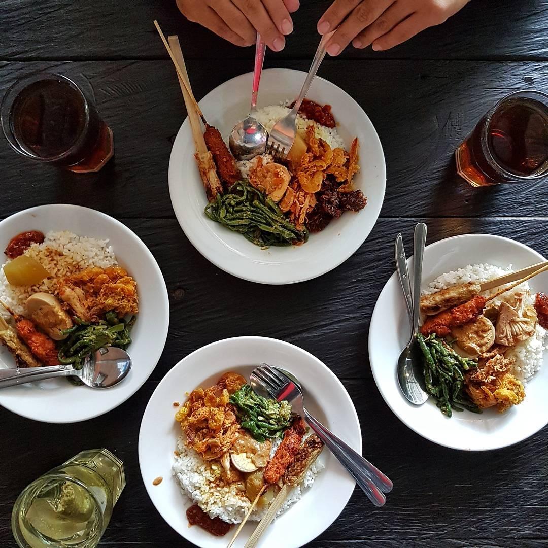 Warung Wardani Bali, Pilihan Kuliner Nasi Campur Halal dengan Harga Ekonomis