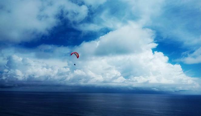 Wisata Paralayang di Bali
