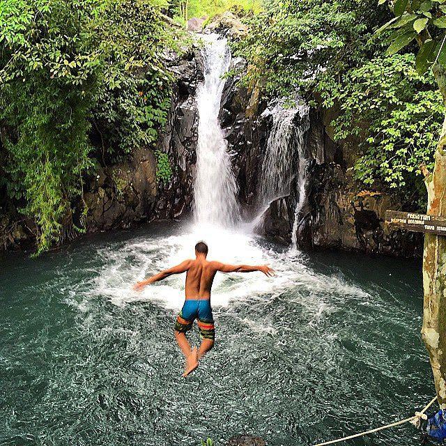 cliff jumping di Bali