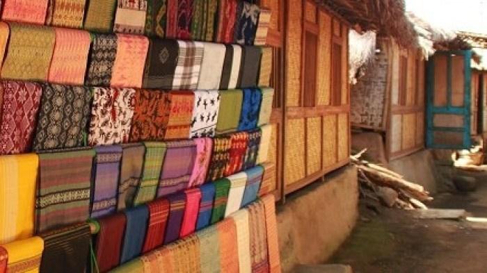 desa sukarara 1 » Desa Sukarara, Pilihan Desa Wisata Tempat Tinggal Suku Sasak di Lombok