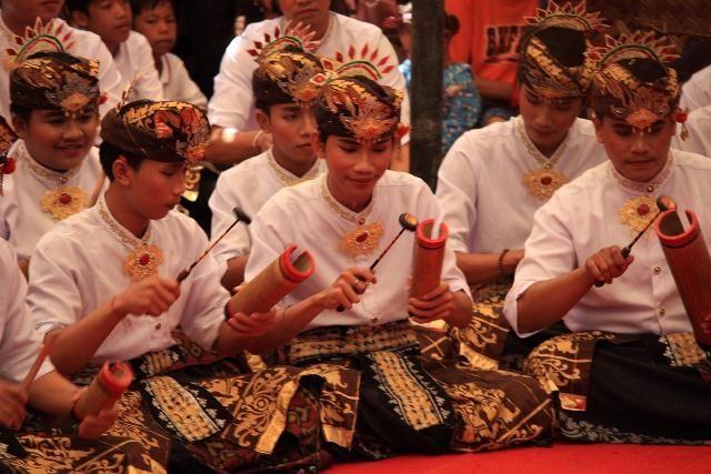 gamelan bumbang khas Bali