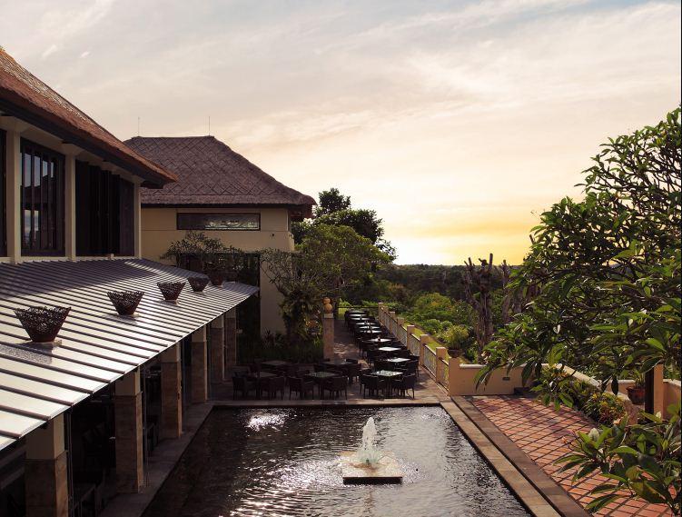 Jendela Bali Panoramic Restaurant – Kuliner dengan Suguhan Pemandangan Sunset GWK yang Memesona