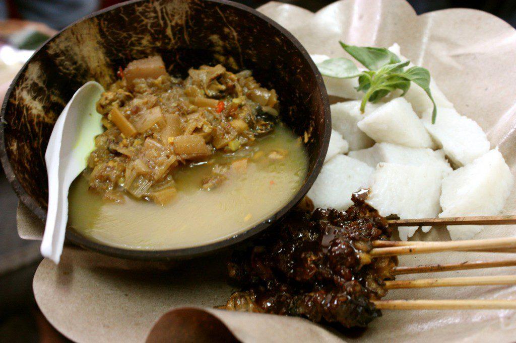 Jukut Ares Bali Kuliner Tradisional Dengan Bahan Utama Batang Pohon Pisang Info Wisata Kintamani Bali