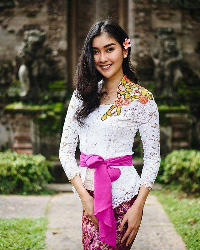 kebaya khas Bali