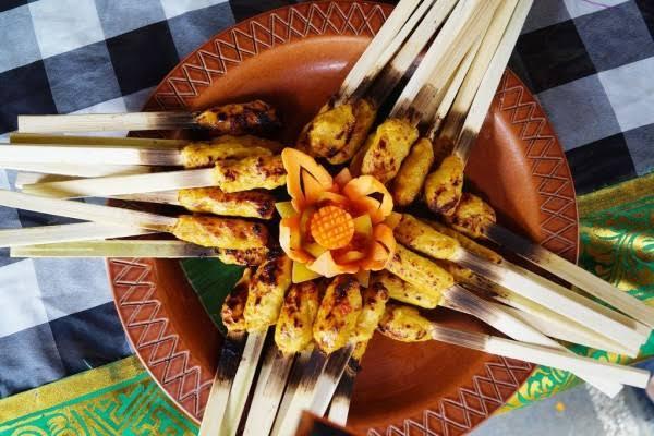 Kuliner Sate di Bali, Makanan Favorit Wisatawan sekaligus Senjata Para Dewa
