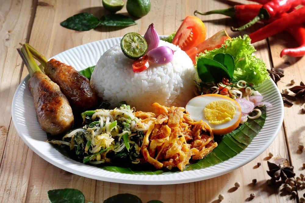 5 Jenis Lauk yang Wajib Hadir dalam Sajian Nasi Campur Khas Bali