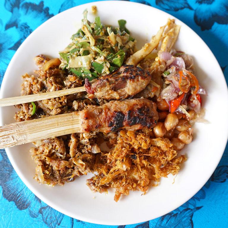 nasi lawar kuwir khas Bali 1 » Nasi Lawar Kuwir, Kuliner Halal Khas Bali dengan Tanpa Campuran Babi