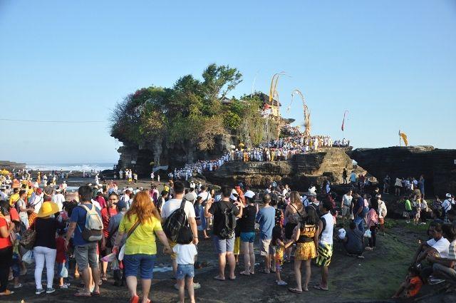 pujawali Pura Tanah Lot 2 » Menyaksikan Momen Religius Pujawali Pura Tanah Lot di Bali