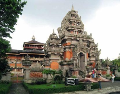 rumah adat khas Bali