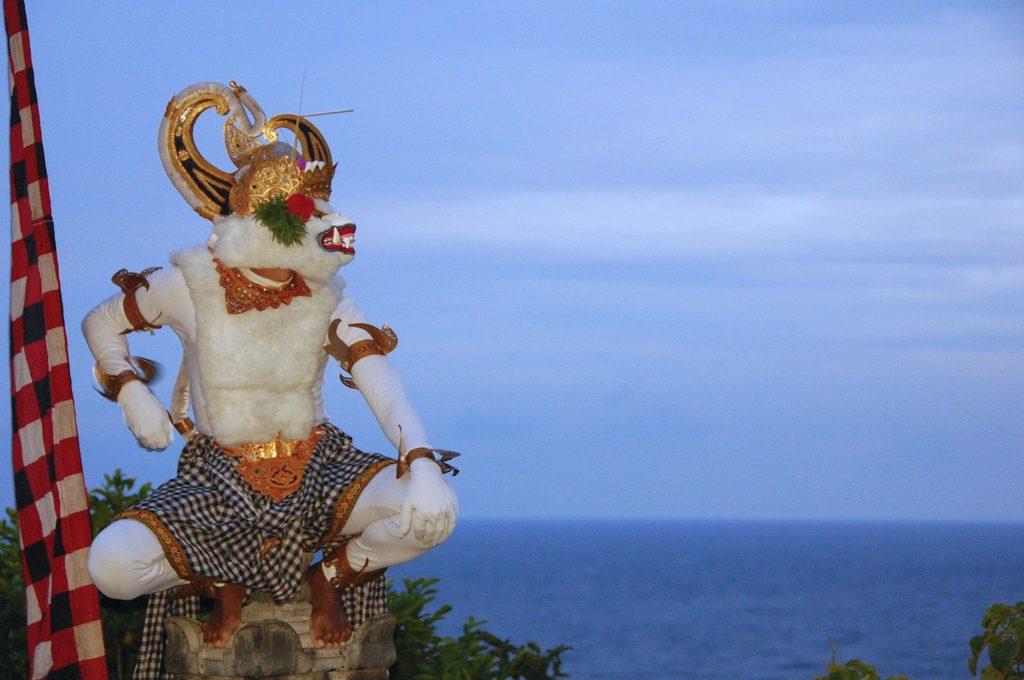 tari kecak uluwatu 1 1024x680 » Tari Kecak Uluwatu, Wisata Budaya dengan Sajian Pemandangan Sunset Menakjubkan