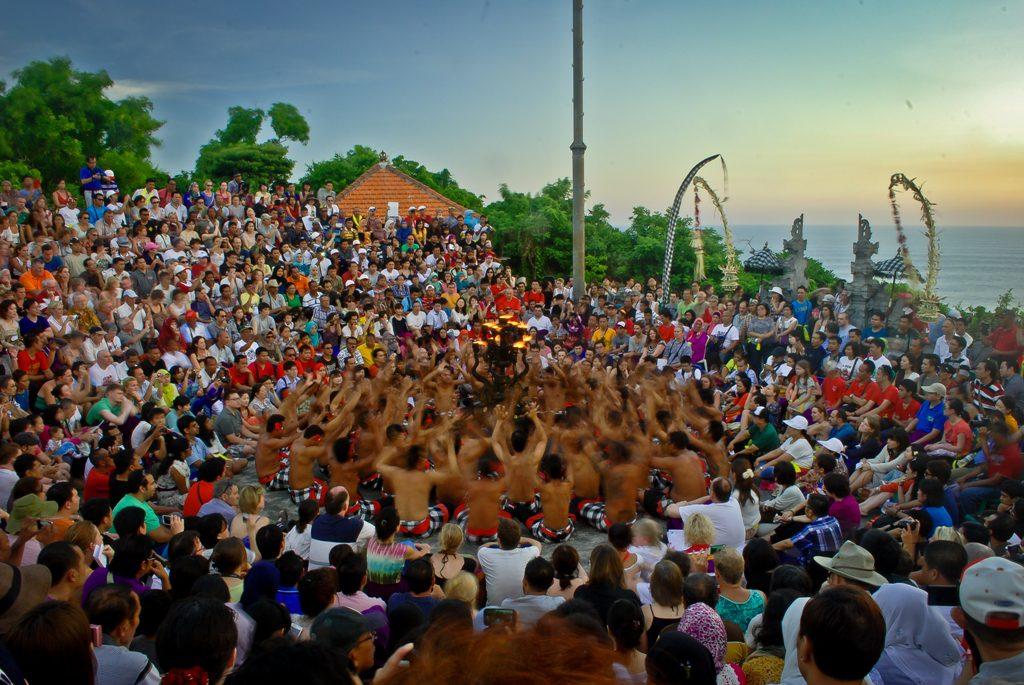 tari kecak uluwatu 2 1 1024x685 » Tari Kecak Uluwatu, Wisata Budaya dengan Sajian Pemandangan Sunset Menakjubkan