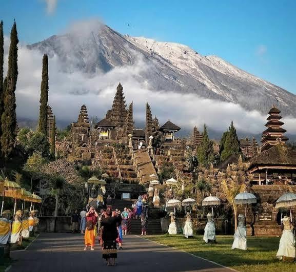 5 Rekomendasi Tempat Makan Enak dekat Dengan Pura Besakih Bali