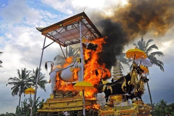 upacara ngaben 3 » Upacara Ngaben, Ritual Mengantar Kepergian Jenazah dari Bali