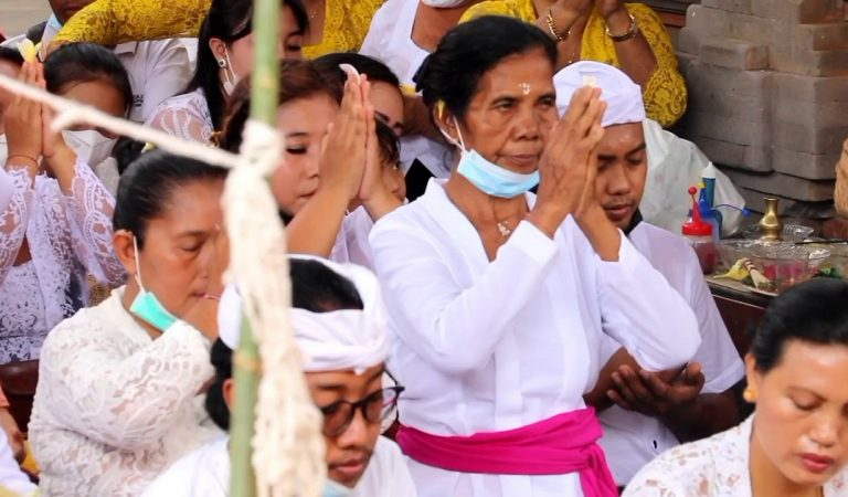 Upacara Ngenteg Linggih: Upacara Adat Umat Hindu di Bali