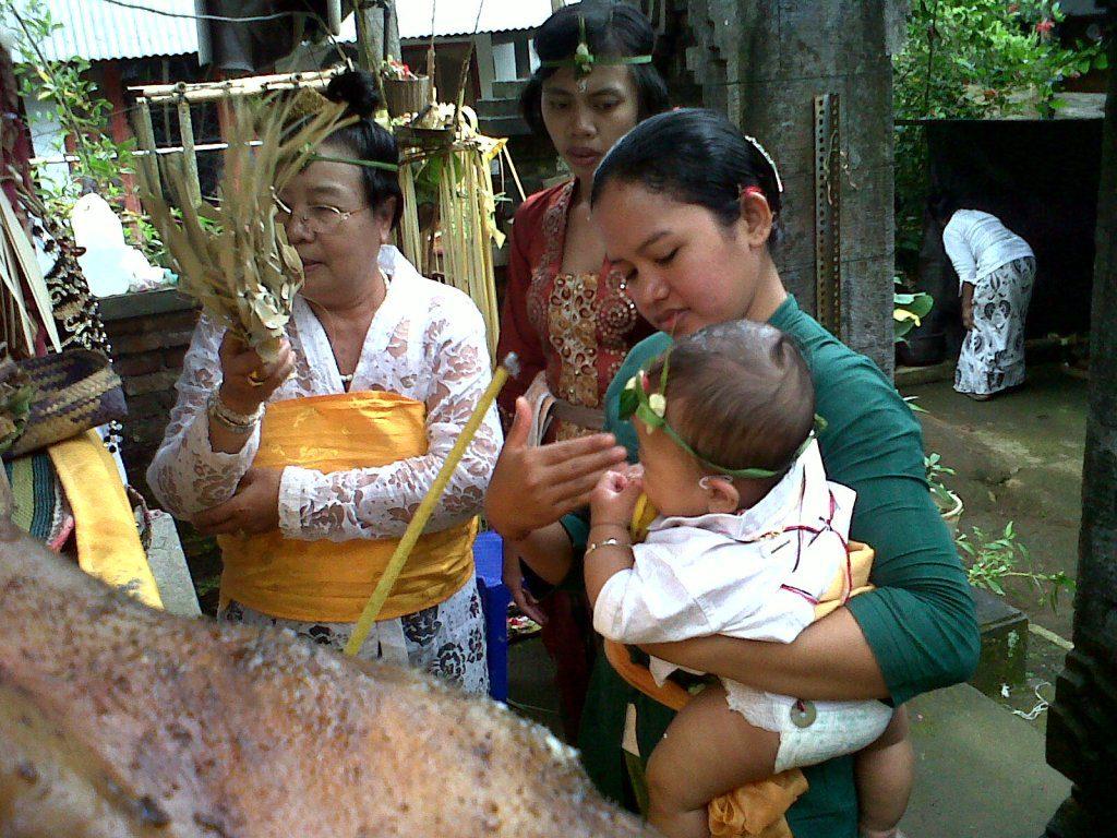 upacara otonan di Bali