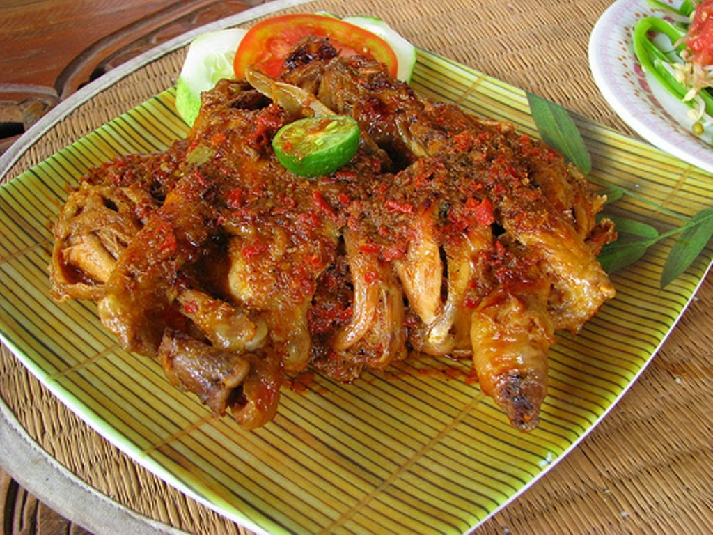 Warung Nyoman Bedugul, Sajian Ayam Betutu di Sini Juara Banget